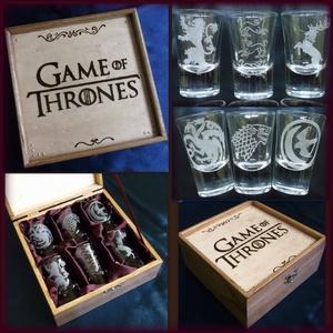 Trónok harca pálinkás szett - Game of Thrones , Férfiaknak, Sör, bor, pálinka, Mindenmás, Gravírozás, pirográfia, A doboz pirogravírozva, festve és lakkozva van. Belseje bordó szaténnal bélelt. A poharakra a házak..., Meska