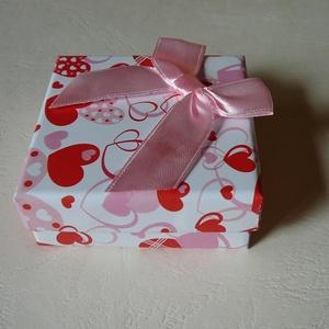 Diszdobozok, Egyéb, Papírművészet, Az ékszereket kérésre díszdobozba csomagolom- Mérete 6,5x6,5 cm vagy 5,5x8,5 cm. Kérlek tedd a kosár..., Meska