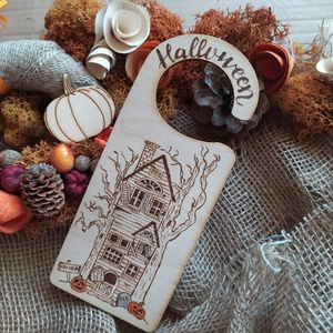 """Halloween ajtódísz, \""""Ne zavarj\"""" tábla, Otthon & Lakás, Dekoráció, Ajtódísz & Kopogtató, Gravírozás, pirográfia, Halloween ajtódísz, kilincsre akasztható tábla. Szabadkézi rajz, pirográf technikával, színezve. Szé..., Meska"""