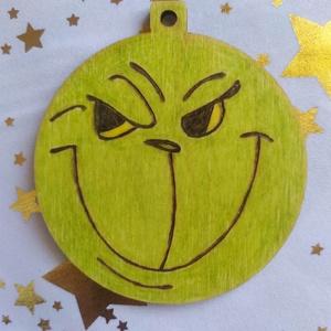Grincs karácsonyfadísz fából, Otthon & Lakás, Karácsony & Mikulás, Karácsonyfadísz, Gravírozás, pirográfia, Pirográf technikával és színezéssel díszített fa karácsonyfadísz, szabad kézzel készült rajzzal. Ajá..., Meska