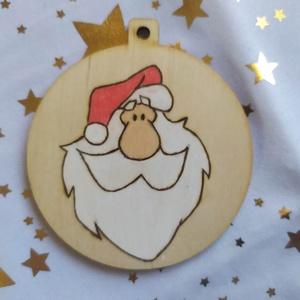 Télapós karácsonyfadísz, ajándékkísérő , Otthon & Lakás, Karácsony & Mikulás, Karácsonyfadísz, Gravírozás, pirográfia, Pirográf technikával és színezéssel díszített fa karácsonyfadísz, szabad kézzel készült rajzzal. Kér..., Meska