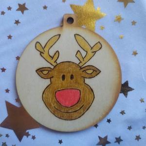 Rénszarvasos karácsonyfadísz fából, Otthon & Lakás, Karácsony & Mikulás, Karácsonyfadísz, Gravírozás, pirográfia, Pirográf technikával és színezéssel díszített fa karácsonyfadísz, szabad kézzel készült rajzzal. Kér..., Meska