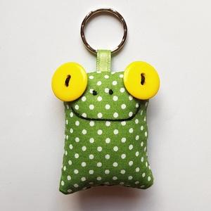 Sárgaszemű Breki - textil béka kulcstartó, Egyéb, Táska, Divat & Szépség, Kulcstartó, táskadísz, Varrás, Uhu egyik barátja a sárga szemű Breki, őt ábrázolja ez a zöld pöttyös, pillekönnyű kulcstartó. \n\nA b..., Meska