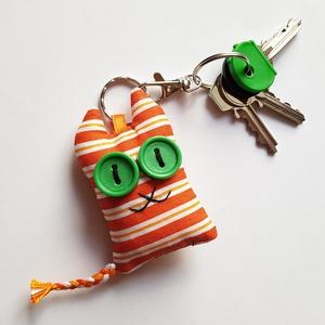 Narancs-sárga cirmos cica textil kulcstartó, Egyéb, Táska, Divat & Szépség, Kulcstartó, táskadísz, Varrás, Uhu egyik új barátja házimacska,  egy vörös cirmos Ceca, őt ábrázolja ez a pillekönnyű kulcstartó.\n\n..., Meska