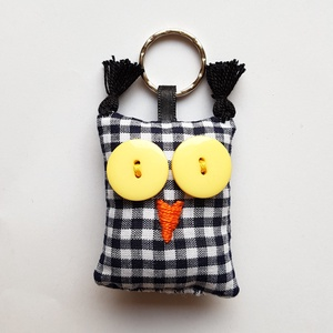 Kockás Uhu - textil bagoly kulcstartó, Egyéb, Kulcstartó, táskadísz, Táska, Divat & Szépség, Férfiaknak, Varrás, Ez a kockás Uhu kulcstartó vidám színfoltja lehet a mindennapoknak. Ajánlom fiúknak, lányoknak egyar..., Meska