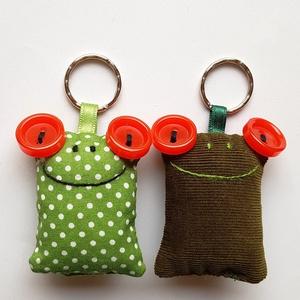 Szerelmes Brekik - 2db béka kulcstartó egy csomagban, Egyéb, Kulcstartó, táskadísz, Táska, Divat & Szépség, Szerelmeseknek, Ünnepi dekoráció, Dekoráció, Otthon & lakás, Varrás, Újrahasznosított alapanyagból készült termékek, Két darab Breki kulcstartó egy csomagban, színben harmonizálnak egymással, és igazán jóban vannak. P..., Meska