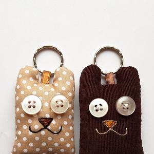 Szerelmes medvék - 2db mackó kulcstartó egy csomagban, Kulcstartó, táskadísz, Táska, Divat & Szépség, Férfiaknak, Szerelmeseknek, Ünnepi dekoráció, Dekoráció, Otthon & lakás, Varrás, Újrahasznosított alapanyagból készült termékek, Két darab maci kulcstartó egy csomagban, színben harmonizálnak egymással, az egyik pöttyös, a másik ..., Meska