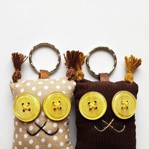 Szerelmes Hiúzok - 2db textil kulcstartó egy csomagban, Egyéb, Kulcstartó, táskadísz, Táska, Divat & Szépség, Szerelmeseknek, Ünnepi dekoráció, Dekoráció, Otthon & lakás, Varrás, Újrahasznosított alapanyagból készült termékek, Két darab Hiúz kulcstartó egy csomagban, színben harmonizálnak egymással, az egyik pöttyös, a másik ..., Meska