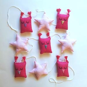 Pink bagoly füzér csillagokkal, Függődísz, Dekoráció, Otthon & Lakás, Varrás, Hímzés, A babaszoba kedves dísze lehet ez a füzér az álmos uhukkal, s az őket kísérő csillagokkal. Összesen ..., Meska