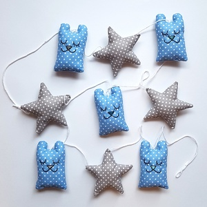 Kék macis füzér csillagokkal, Függődísz, Dekoráció, Otthon & Lakás, Varrás, Hímzés, A babaszoba kedves dísze lehet ez a füzér az álmos mackókkal, s az őket kísérő csillagokkal. Összese..., Meska