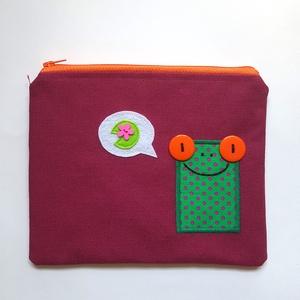 Mire gondol a breki? Szeder színű neszesszer zöld békával, Neszesszer, Táska & Tok, Varrás, Hímzés, Te sem találsz soha semmit a táskádban? Az apróbb tárgyakat garantáltan biztos helyen tudhatod ebben..., Meska