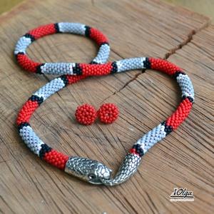 Korallsikló szett, , Gyöngyfűzés, gyöngyhímzés, Horgolás, Gyöngyhorgolással készült nyaklánc, Piros, fekete szürke, és némi fehér japán 11/0 Toho gyöngyökből...., Meska