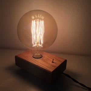 Design tömörfa  hangulatlámpa, Lakberendezés, Otthon & lakás, Lámpa, Hangulatlámpa, Famegmunkálás, Tömör tölgyfa asztali lámpa Edison izzóval.\n\nMeleg fényű, hangulatos megjelenésű ékszere lehet a lak..., Meska