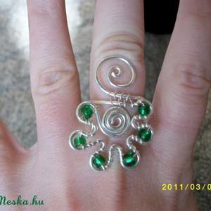Dekoratív zöld gyűrű, Ékszer, Többköves gyűrű, Gyűrű, Ékszerkészítés, Fémmegmunkálás, Meska