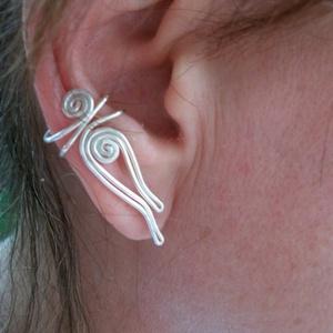 Hajított fülgyűrű, Fülgyűrű, Fülbevaló, Ékszer, Ékszerkészítés, Fémmegmunkálás,  Ezt a fülgyűrűt  ezüstözött ékszerdrótból készítem. Ez a különleges ékszer egyedi, elegáns és ajánd..., Meska
