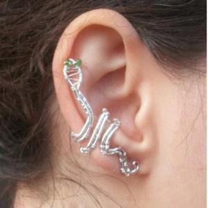 kigyós  fülgyűrű, Fülgyűrű, Fülbevaló, Ékszer, Ékszerkészítés, Fémmegmunkálás,  Ezt a különleges kígyós fülgyűrűt ezüstözött ékszerdrótból készítem. Ez a különleges ékszer egyedi,..., Meska