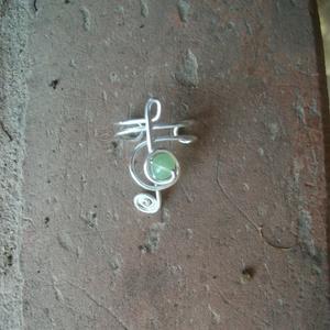 Violinkulcs fülgyűrű, Fülgyűrű, Fülbevaló, Ékszer, Ékszerkészítés, Fémmegmunkálás,  Ezüstözött drótból kézzel hajlított lila fülgyűrű., Meska