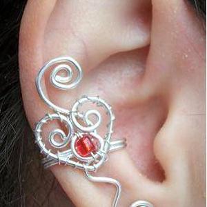 Piros köves szives fülgyűrű, Ékszer, Fülbevaló, Fülgyűrű, Ékszerkészítés, Fémmegmunkálás, Meska