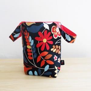 Textil tároló mintás anyagból (kicsi) leírása (piros), Otthon, lakberendezés, Lakástextil, Tárolóeszköz, Doboz, Varrás, A textil tároló 100% pamutból és poliészter béléssel készül. Kézzel mosható.  Mérete: 15 cm széles,..., Meska
