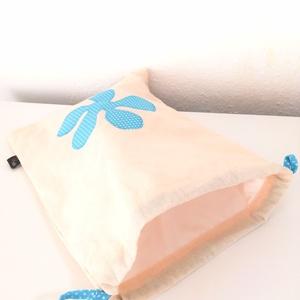 Kenyértartó zsák (kék pöttyös), Élelmiszer, Ajándék gasztro kosár, Varrás, Ez a kétrétegű, virág mintával díszített zsák frissen tartja a finom pékárut.\nKívül 100% pamutvászon..., Meska