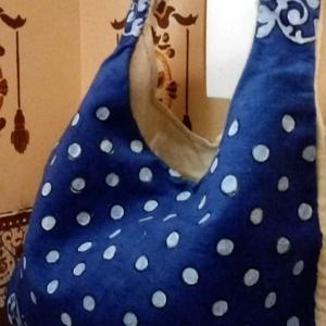 Népi vászon táska, Táska, Divat & Szépség, Táska, Festészet, Szövés, Kék alapon fehér népi mintával ,pöttyel házi szöttes vászon táska,válltáska .\nKézzel készített : fes..., Meska