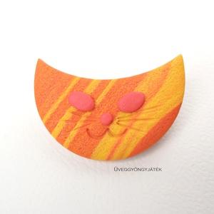 Narancs cica  -  narancssárga kitűző, macska bross, Kitűző, Kitűző & Bross, Ékszer, Gyurma, =^.^= A kitűzőt narancssárga, sárga és egy kis pinkes színű süthető gyurmából készítettem. A csíkos ..., Meska