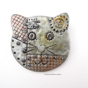 Mechanikus Mirci  -  kitűző, bross, cica kitűző, macska kitűző, steampunk stílusú kitűző (uveggyongyjatek) - Meska.hu