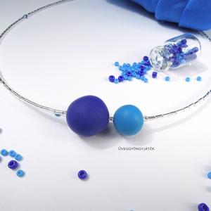Kék gömb  -  minimál nyaklánc, rövid nyaklánc, Nyaklánc, Ékszer, Gyöngyös nyaklác, Ékszerkészítés, Gyurma, Világoskék és kobaltkék színű kiégethető gyurmából formáztam a gyöngyöket és japán szalmagyöngyökből..., Meska