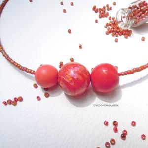 Tűzgömb  -  minimál nyaklánc, rövid nyaklánc, Ékszer, Nyaklánc, Medál, Ékszerkészítés, Gyurma, Lazac, piros, pinkes-sárgás-narancsos  színű kiégethető gyurmákból formáztam a három nagyobb gyöngyö..., Meska