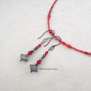 Piros ezüstszürke fülbevaló, Swarovski fülbevaló, lógós fülbevaló (uveggyongyjatek) - Meska.hu