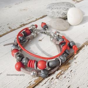 Piros szürke karkötő ásvánnyal, bohém karkötő, Ékszer, Karkötő, Gyöngyös karkötő, Gyurma, Ékszerkészítés, Bohém stílusú, háromsoros karkötő piros bőr-, szürke textilvelúr szállal. A piros és szürke golyókat..., Meska