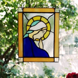Imádkozó Szűz Mária - ólomüveg ablakdísz, falidisz, Otthon & lakás, Dekoráció, Lakberendezés, Képzőművészet, Kép, Falikép, Üvegművészet, Használható ablak elé lógatva vagy megvilágítva fali díszként, de akár beépítve is falba, bútorba, a..., Meska