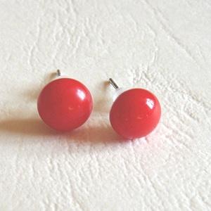 Piros fülbevaló, Ékszer, Fülbevaló, Pötty fülbevaló, Ékszerkészítés, Üvegművészet, Amerikai művészüvegből készítettem ezt a pötty fülit. Szine piros Mérete 0,7 cm. 0,5-ös bedugós alap..., Meska