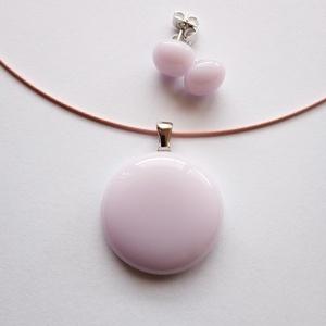 Rózsaszín üvegékszer szett, Ékszer, Ékszerszett, Ékszerkészítés, Üvegművészet, Ékszerüvegből készítettem ezt a szettet. A medál átmérője kb. 2,8 cm, a lógós fülbevalóé 0,8 cm. Nem..., Meska