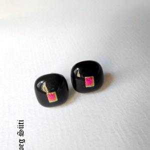 Fekete sakk-matt  fülbevaló  üvegékszer, Ékszer, Fülbevaló, Pötty fülbevaló, Üvegművészet, Ékszerkészítés, Fekete  és  csillogó mintás különleges ékszerüvegből készült   a fülbevaló olvasztásos technikával, ..., Meska