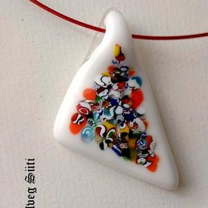 Triangle fehér festmény medál üvegékszer, Ékszer, Nyaklánc, Medál, Táska, Divat & Szépség, Üvegművészet, Ékszerkészítés, Fehér, csillogó üveg és muránói üveg darabok felhasználásával  készült a  medál aprólékos munkával o..., Meska