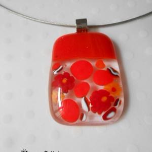 Piros medál virágesővel, Ékszer, Medál, Otthon & lakás, Dekoráció, Ünnepi dekoráció, Szerelmeseknek, Nyaklánc, Üvegművészet, Ékszerkészítés, Piros, átlátszó  csillogó üveg és millefiori virágok és szilánkok felhasználásával készült a medál  ..., Meska