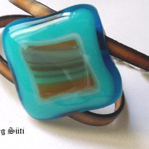 Tricolor kék,türkizkék,  barna mintás csillogó két soros karkötő üvegékszer, Ékszer, Karkötő, Táska, Divat & Szépség, Üvegművészet, Ékszerkészítés, Különböző kék, fehér, kék és barna  mintás  csillogó üveg  felhasználásával készült  a  karkötő  olv..., Meska
