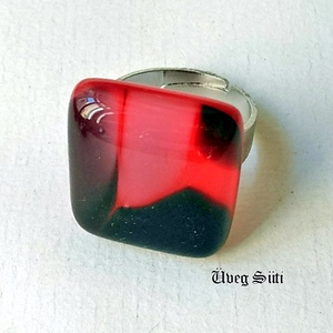 Piros tigrismintás piros fekete fehér gyűrű üvegékszer, Ékszer, Otthon & lakás, Dekoráció, Gyűrű, Ékszerszett, Üvegművészet, Ékszerkészítés, Piros és  mintás csillogó üvegek felhasználásával készült a gyűrű olvasztásos technikával. A  mérete..., Meska