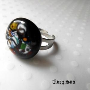 Fekete festmény gyűrű, Ékszer, Gyűrű, Táska, Divat & Szépség, Üvegművészet, Ékszerkészítés, Fekete csillogó üveg és millefiori virágok darabjaiból készült a gyűrű  olvasztásos technikával. A g..., Meska