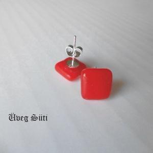 Pipacs piros kocka  fülbevaló üvegékszer, Ékszer, Fülbevaló, Pötty fülbevaló, Üvegművészet, Ékszerkészítés, Pipacs piros csillogó üveg  felhasználásával készült  a   kocka fülbevaló olvasztásos technikával. A..., Meska