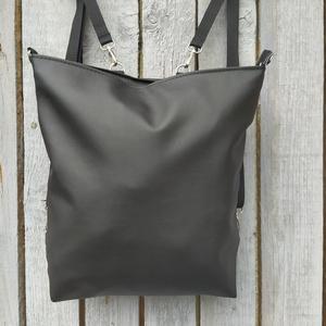 Variálható hátizsák, válltáska, oldaltáska , Táska & Tok, Hátizsák, Hátizsák, Varrás, Fekete textilbőrből készítettem ezt a táskát.\n\nA táska záródása cipzárral történik.\n\nVállpántja heve..., Meska