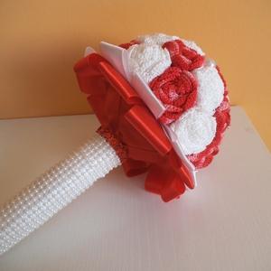 Fehér-piros ombre horgolt örökcsokor, Dekoráció, Otthon & lakás, Csokor, Esküvő, Esküvői csokor, Horgolás, A képen látható élénk piros ombre- fehér örökcsokor igazán egyedi kiegészítőjévé válik bármilyen ünn..., Meska