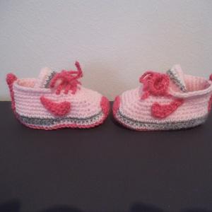 Horgolt baba cipő