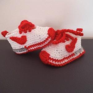 """""""Nike"""" stílusú horgolt baba cipő talphossz: 10 cm 3-6 hóig, Gyerek & játék, Táska, Divat & Szépség, Gyerekruha, Ruha, divat, Baba (0-1év), Fehér-piros színmegtartó  kötőfonalból horgolt  babacipő """"Nike"""" stílusban, 3-6 hónapos babának. Talp..., Meska"""