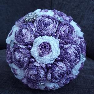 Lila Bársony örökcsokor, Dekoráció, Otthon & lakás, Csokor, Esküvő, Esküvői csokor, Horgolás, Virágkötés, Lila színátmenetes és fehér-lila horgolt virágokból készült ez az mesés örökcsokor,  amit fényes gyö..., Meska