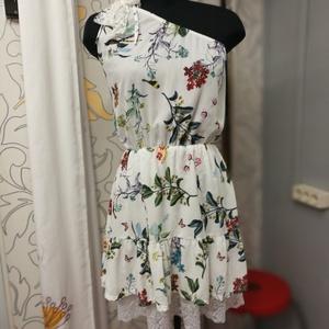 Madaras ruha csipkével, Táska, Divat & Szépség, Női ruha, Ruha, divat, Estélyi ruha, Ruha, Varrás, Madaras anyagból készítettem egy félvállas ruhát.\nAlul fehér csipke villan ki a szoknyából. \nDerékba..., Meska