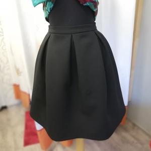 Fekete alkalmi szoknya, Alkalmi ruha & Estélyi ruha, Női ruha, Ruha & Divat, Varrás, Készítettem egy jó tartású anyagból egy térdig érő berakott szoknyát. Hátul arany cipzárral. \nAlkalo..., Meska