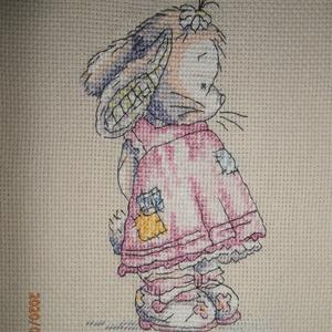 Rózsaszín ruhás nyuszika kislány - keresztszemes kép, Gyerek & játék, Gyerekszoba, Baba falikép, Hímzés, A keresztszemes hímzéssel készült tündéri nyuszika kislány bekeretezés után elsősorban képként díszí..., Meska