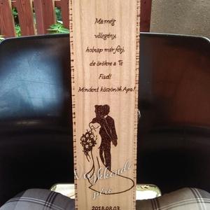 Esküvői bortartó ajándék, Esküvő, Dekoráció, Gravírozás, pirográfia, Saját kezűleg, Pirográf technikával díszített bortartó..\nA külső része,lakkal kezelve több rétegben...., Meska